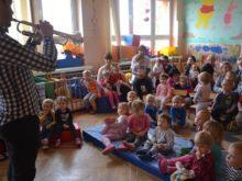 Więcej o: Instruktorzy MCK z audycją muzyczną <br> w tomaszowskim żłobku