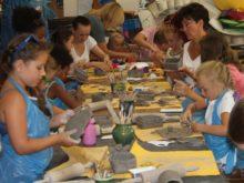 """Więcej o: Warsztaty ręcznego lepienia w glinie """"Prehistoryczne skorupiaki i skamieliny"""""""